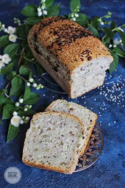 Chleb pszenny z ziarnami