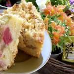 ciasto  z rabarbarem i chrupiącą kruszonką...