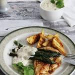 Grillowany kurczak z ziemniakami i szparagami w sosie beszamelowym