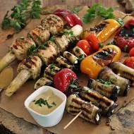 Musztardowe polędwiczki z warzywami i sosem z grilla