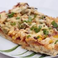 Pizza z kabanosem i salami