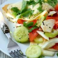 Sałatka z fenkułem ,ogórkiem i pomidorem w towarzystwie jaja sadzonego. Śniadanie idealne.