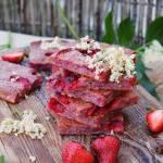 Z ŁĄKI NA TALERZ: Pinkies truskawkowe z kwiatami czarnego bzu
