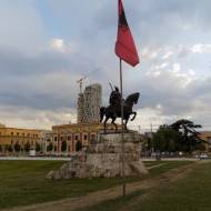 Tirana - czy warto spędzić tu więcej niż 2 godziny? | Bałkany cz.6