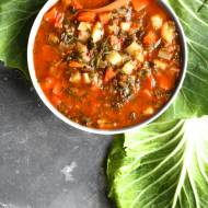 Pikantny kapuśniak z młodej kapusty (6 składników)