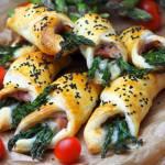 Szparagi z szynką parmeńską i gorgonzolą w cieście francuskim