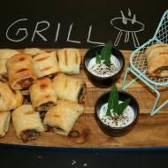 Grillowane francuskie poduszeczki z wołowiną, szpinakiem i mozzarellą