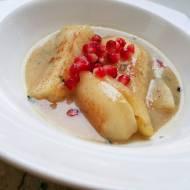 Gruszka z cynamonem duszona w miodzie na białym winie z serem Roquefort