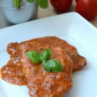 Schab duszony w sosie pomidorowym