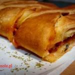 Pizzowy warkocz z salami i serem