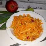 Surówka obiadowa z marchewki, pora, jabłka i rzodkiewki (z olejem)