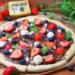 Słodka pizza z mascarpone, czekoladą i owocami na krucho-drożdżowym cieście