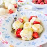 Twarogowe knedle z truskawkami (bez ziemniaków)