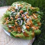 Zielona sałata z dressingiem do obiadu