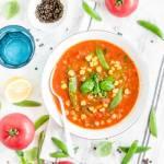Zupa z ciecierzycą, papryką i groszkiem cukrowym