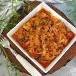 Bigos z młodej kapusty z suszonymi pomidorami