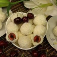 Kulki kokosowe z czereśniami – ekspresowy i efektowny deser