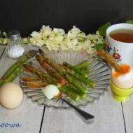 Panierowane szparagi z jajem na miękko