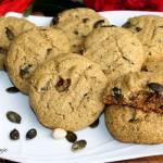 Ciasteczka z mąki z orzechów nerkowca z solonymi pestkami dyni i pistacjami (bez cukru)