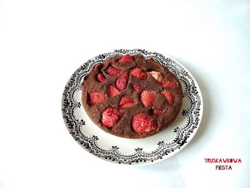 Ciasto fasolowe z truskawkami