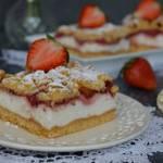 Kruche ciasto z truskawkami i budyniową pianką