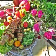 Kiełbaski grillowe zawijane w boczku z figami i rozmarynem