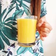Koktajl banan, pomarańcza i mango.