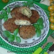 Kotlety mielone z mozzarellą i bazylią