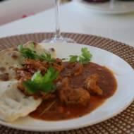 Oryginalne curry z kurczaka i chlebkiem naan