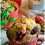 Muffiny z truskawkami i recenzja książeczki Julia piecze muffinki...
