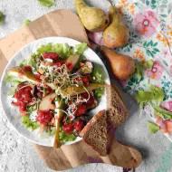 Sałatka z gruszką, bakłażanem i sosem truskawkowym