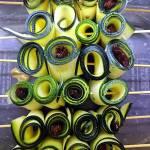 Ruloniki z cukinii na grilla, marynowane w vinegrecie