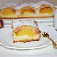Kruche ciasto z brzoskwiniami