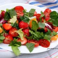 Sałatka z pomidorków i truskawek