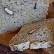 Chleb z orzechami włoskimi i marchewką