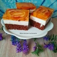Ciasto z masą i roladkami w galaretce