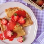 Naleśniki orkiszowe z serem i truskawkami – fit, bez cukru