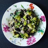Brokuły zapiekane z pieczarkami i mozarellą