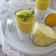 Deser chia z mango i ananasem