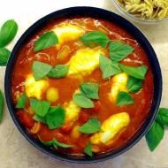 Kurczak z mozzarellą w sosie pomidorowym