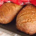 Chleb z paloną mąką ziarnami lnu i sezamu oraz kilka rad odnośnie pieczenia w zaparowanym piekarniku