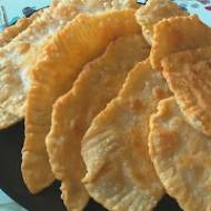 Smażone pierożki z białym serem