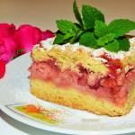 Kruche ciasto z budyniem i truskawkami