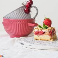 Ciasto kruche z truskawkami i bezą
