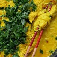 Curry z indykiem i świeżym ananasem, jak zrobić samemu w domu przyprawę curry?