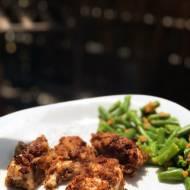 Kurczak w prażonej cebulce z fasolką szparagową