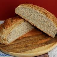 Chleb pszenno - żytni z ziarnami na drożdżach