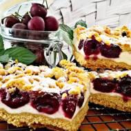 Kruche ciasto z czereśniami i pianką