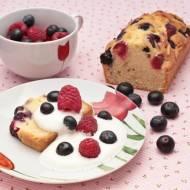 Ciasto ucierane z kwaśną śmietaną i owocami