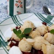 Twarogowe kluski z sosem wiśniowym